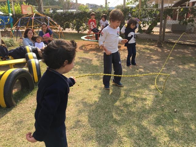 Corda no quintal: desafios e descobertas da infância